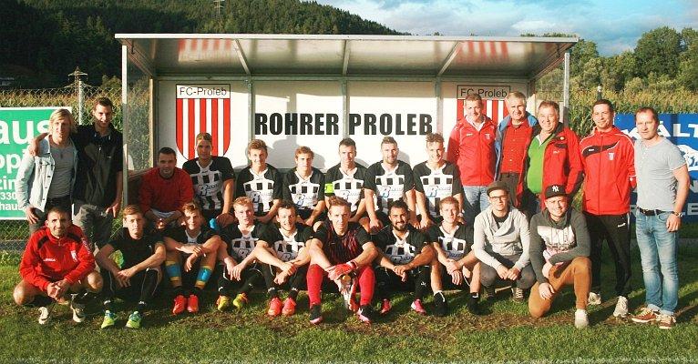 Der FC Proleb mit Hauptsponsor Johann Rohrer, Bgm. Werner Scheer und Obmann Mario Plankenbichler